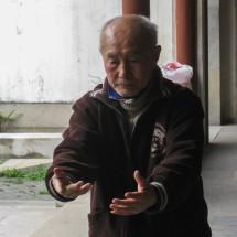 Alter Mann bei Gymnastik, Suzhou, Provinz Jiangsu (2008)