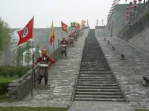 Künstliche Krieger am Stadttor Zhonghua Men 中华门, Nanjing (2008)
