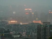 Blick vom Pipa Shan 枇杷山 zum Volksplatz 人民广场, Chongqing (2008)