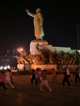 Abendgymnastik auf dem Sun-Yatsen-Platz, Shenyang, Provinz Liaoning (2009)