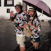 Tibettouristen vorm Jokhang in Lhasa (2014)